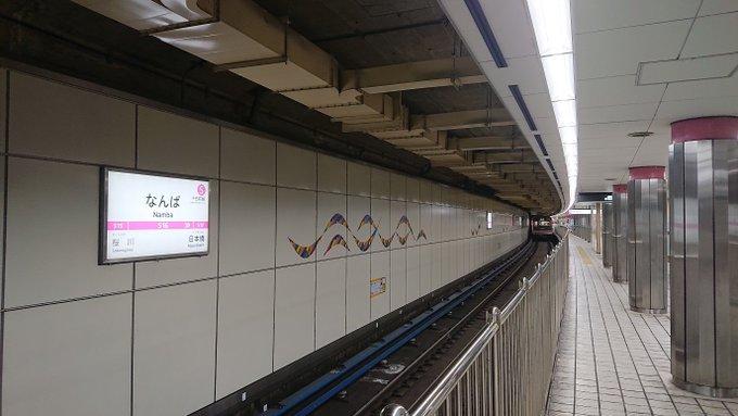 8両の長さに設計された駅には4両の電車しか来ない